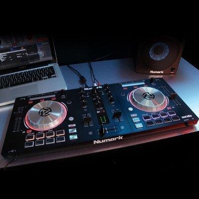 console dj numark pro 3 in uso