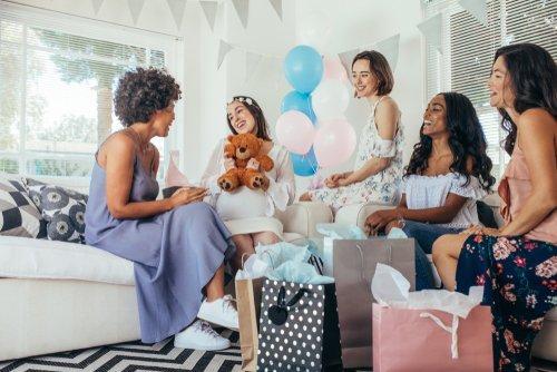 futura mamma e amiche baby shower