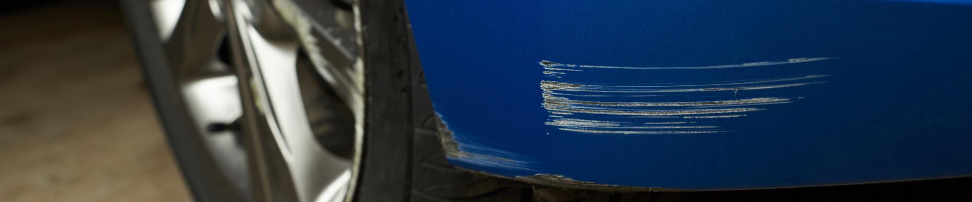 come rimuovere graffi auto